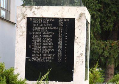 Tataháza világháborús emlékmű 2006.10.27.küldő-hegyimagnes (4)