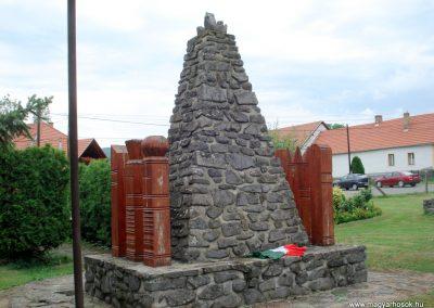 Telkibánya világháborús emlékmű 2012.07.19. küldő-megtorló (4)