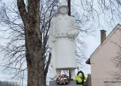 Tengelic-Szőlőhegy világháborús emlékmű 2014.02.25. küldő-Horváth Zsolt (1)