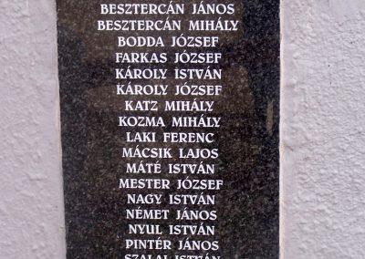Tengelic-Szőlőhegy világháborús emlékmű 2014.02.25. küldő-Horváth Zsolt (4)