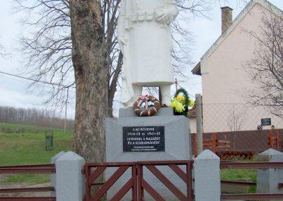 Tengelic-Szőlőhegy világháborús emlékmű 2014.02.25. küldő-Horváth Zsolt
