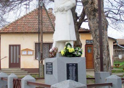 Tengelic-Szőlőhegy világháborús emlékmű 2014.02.25. küldő-Horváth Zsolt (5)