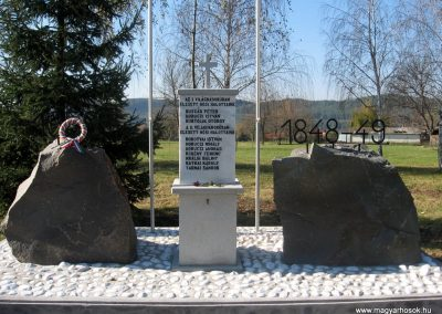 Terpes hősi emlékmű felújítás után 2010.10.31. küldő-kalyhas (3)
