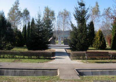 Terpes hősi emlékmű felújítás után 2010.10.31. küldő-kalyhas