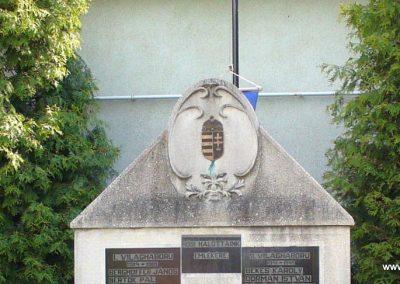 Teskánd világháborús emlékmű 2008.05.25. küldő-HunMi (1)