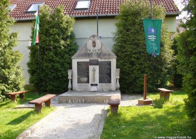 Teskánd világháborús emlékmű 2008.05.25.küldő-HunMi