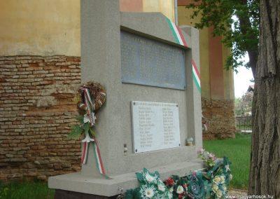 Tetétlen világháborús emlékmű 2009.05.16.küldő-Huszár Peti (3)