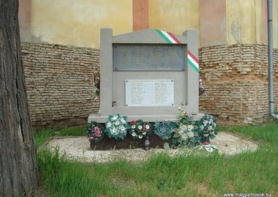 Tetétlen világháborús emlékmű 2009.05.16.küldő-Huszár Peti