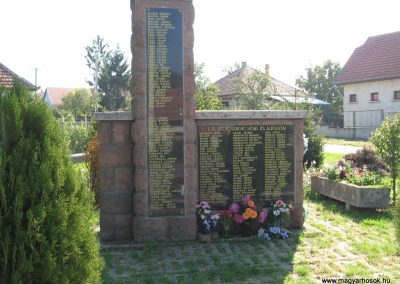 Tibolddaróc világháborús emlékmű 2007.09.24. küldő-kalyhas (1)