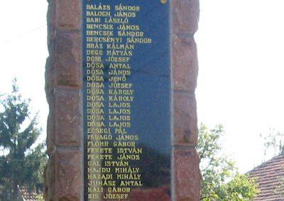 Tibolddaróc világháborús emlékmű 2007.09.24. küldő-kalyhas (3)