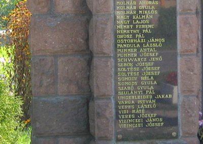 Tibolddaróc világháborús emlékmű 2007.09.24. küldő-kalyhas (4)