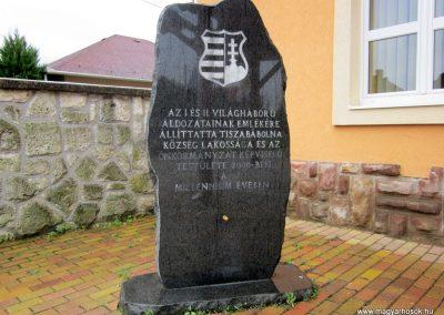 Tiszabábolna világháborús emlékmű 2011.07.30. küldő-kalyhas (3)