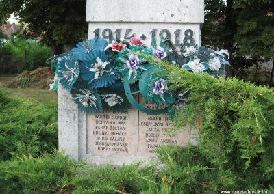 Tiszabura Hősök parkja-I.vh emlékmű 2008.08.21. küldő-Kályhás (3)