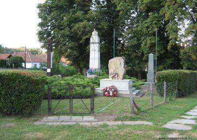 Tiszabura Hősök parkja-I.vh emlékmű 2008.08.21. küldő-Kályhás