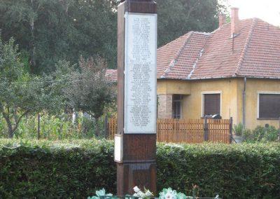 Tiszabura Hősök parkja-II.vh emlékoszlop 2008.08.21. küldő-Kályhás (1)