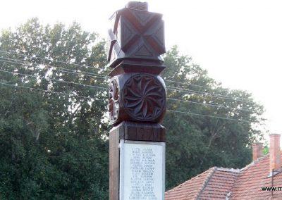Tiszabura Hősök parkja-II.vh emlékoszlop 2008.08.21. küldő-Kályhás (2)