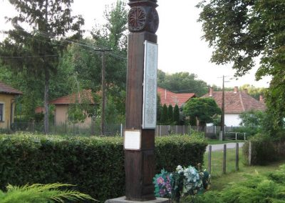 Tiszabura Hősök parkja-II.vh emlékoszlop 2008.08.21. küldő-Kályhás