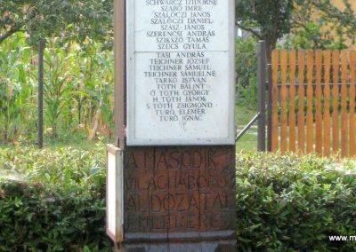 Tiszabura Hősök parkja-II.vh emlékoszlop 2008.08.21. küldő-Kályhás (5)