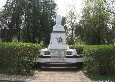 Tiszadada világháborús emlékmű 2009.04.09.küldő-kalyhas