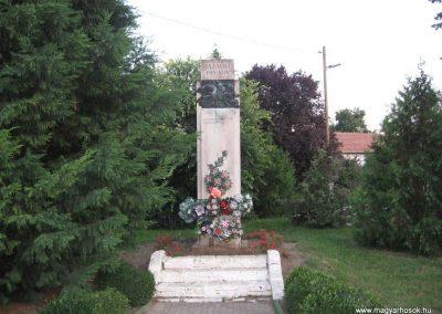 Tiszaderzs világháborús emlékmű 2008.08.21. küldő-Kályhás