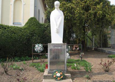 Tiszadob templomkert II.vh emlékhely 2009.04.09. küldő-kalyhas