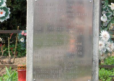 Tiszadob templomkert II.vh emlékhely 2009.04.09. küldő-kalyhas (6)
