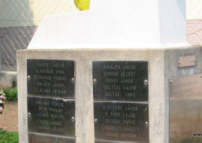 Tiszadob templomkert II.vh emlékhely 2009.04.09. küldő-kalyhas (7)