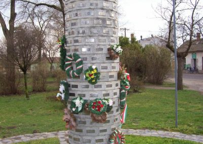 Tiszaföldvár II.vh emlékmű 2009.04.02.küldő-miki (2)