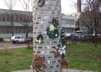Tiszaföldvár II.vh emlékmű 2009.04.02.küldő-miki