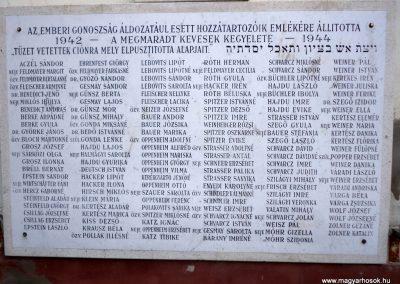 Tiszakécske - Újkécske az egykori zsinagóga falán világháborús emléktáblák 2015.03.07. küldő-belamiki (2)