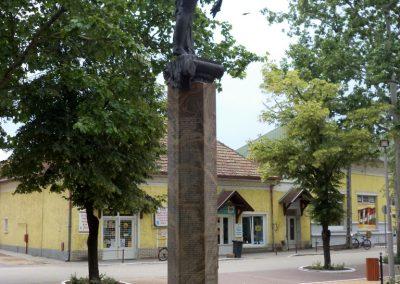 Tiszakécske II. világháborús emlékmű 2015.06.28. küldő-belamiki (15)