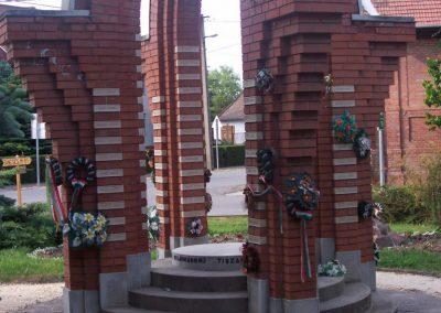 Tiszakürt II.vh emlékmű 2009.05.15.küldő-miki (4)