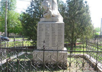 Tiszakeszi I.vh emlékmű 2008.04.22.küldő-Kályhás (4)
