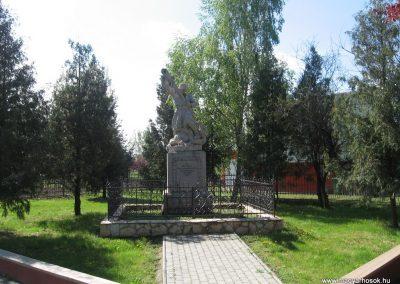 Tiszakeszi I.vh emlékmű 2008.04.22.küldő-Kályhás