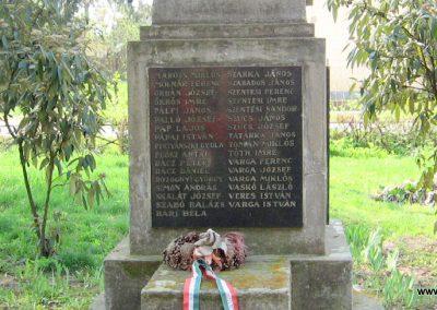 Tiszalök világháborús emlékmű 2009.04.09. küldő-kalyhas (8)