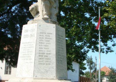 Tiszalúc világháborús emlékmű 2008.08.18.küldő-Bem apó (2)