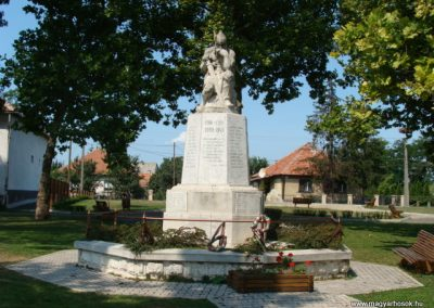 Tiszalúc világháborús emlékmű 2008.08.18.küldő-Bem apó