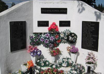 Tiszapalkonya II.vh emlékmű 2007.09.20.küldő-Kályhás (1)