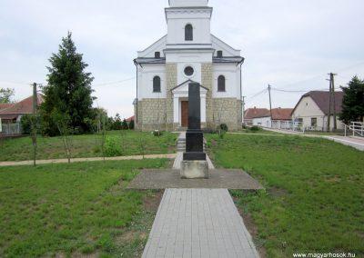 Tiszarád világháborús emlékmű 2013.05.23. küldő-kalyhas (1)