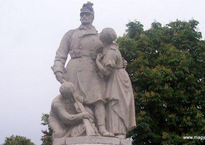 Tiszaszőlős világháborús emlékmű 2009.05.15. küldő-miki (1)