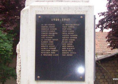 Tiszaszőlős világháborús emlékmű 2009.05.15. küldő-miki (7)