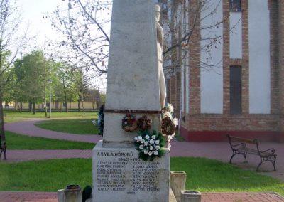 Tiszasziget világháborús emlékmű 2009.02.01. küldő-Horváth Zsolt (2)