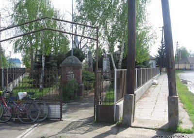 Tiszatarján világháborús emlékmű 2008.04.22.küldő-Kályhás