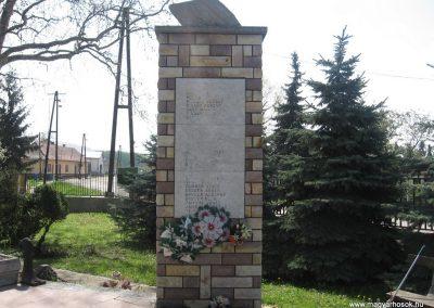 Tiszatarján világháborús emlékmű 2008.04.22.küldő-Kályhás (6)