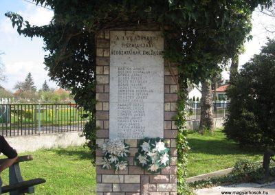 Tiszatarján világháborús emlékmű 2008.04.22.küldő-Kályhás (7)