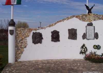 Tiszatenyő Hősi emlékmű 2009.04.02.küldő-miki (1)