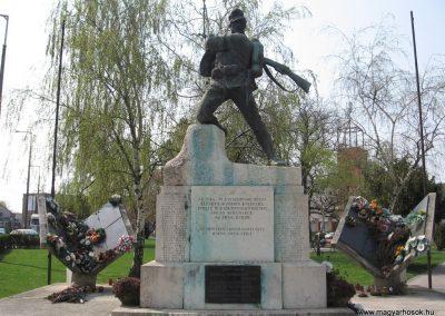 Tiszavasvári világháborús emlékmű 2009.04.09.küldő-kalyhas (1)