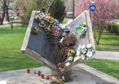 Tiszavasvári világháborús emlékmű 2009.04.09.küldő-kalyhas (4)