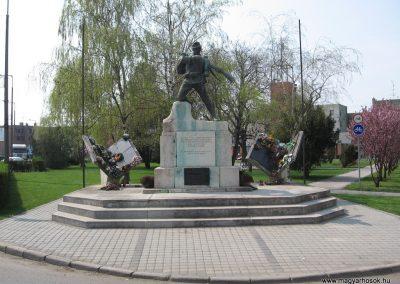 Tiszavasvári világháborús emlékmű 2009.04.09.küldő-kalyhas