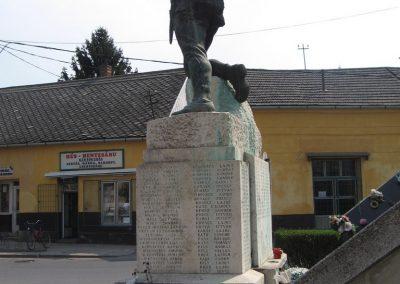 Tiszavasvári világháborús emlékmű 2009.04.09.küldő-kalyhas (6)